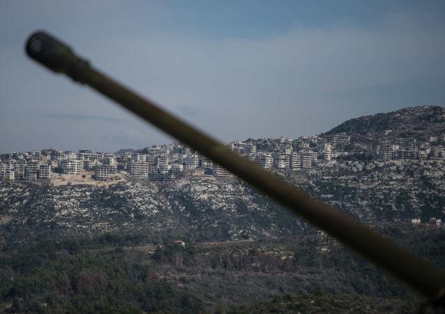 مدفع تابع للجيش السوري في محافظة إدلب
