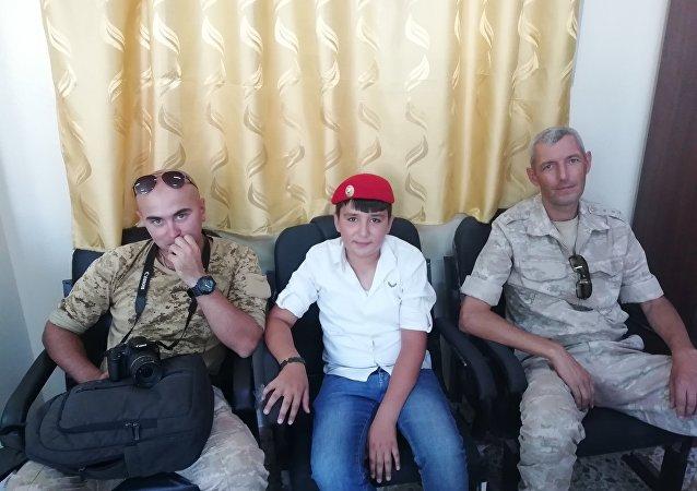 طفل سوري يطرب جنرالا روسيا ببيت عتابا عن التلميذ أوباما