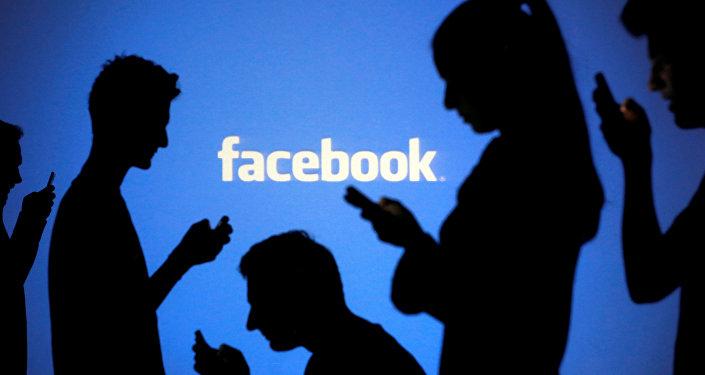 """""""فيسبوك"""" تستكمل سلسلة من الاتفاقات للحصول على خاصية جديدة"""