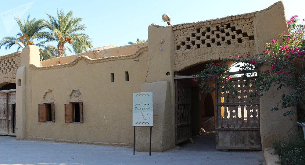 صناعة الخزف في قرية تونس المصرية
