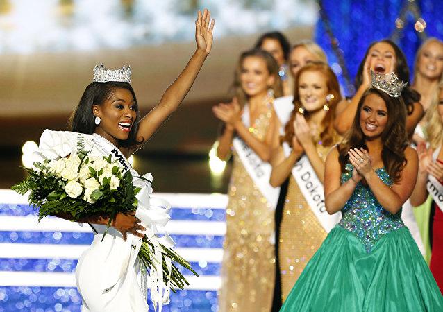 ملكة جمال الولايات المتحدة نيا إيماني