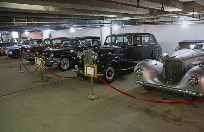 مجموعة السيارات الكلاسيكية، التي كانت تعود للنظام الملكي الهاشمي في الفترة 1921-1958 وأصبحت لاحقا للرئيس صدام حسين