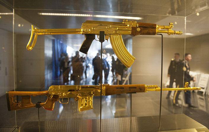 بندقية كلاشنيكوف الذهبية للرئيس السابق صدام حسين