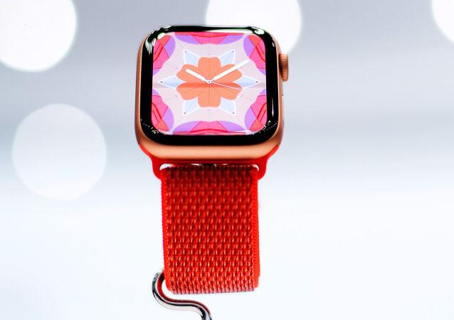 ساعة  آبل الجديدة Apple Watch Series 4