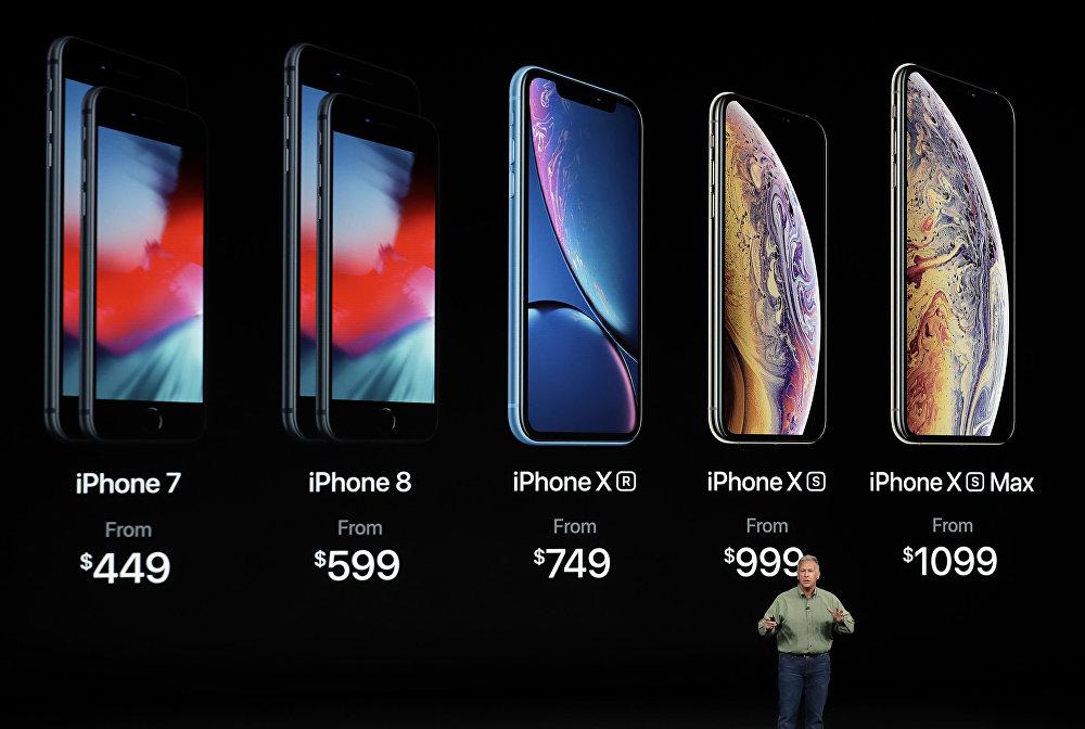 نائب رئيس شركة آبل للتسويق، فيليب شير، يعرض هواتف آيفون الجديدة،  iPhone Xs و iPhone Xs Max و iPhone Xr