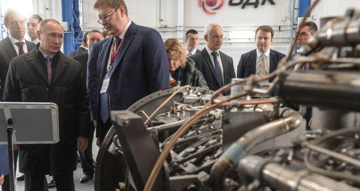 الرئيس بوتين يزور مصنع المحركات في مدينة ريبينسك