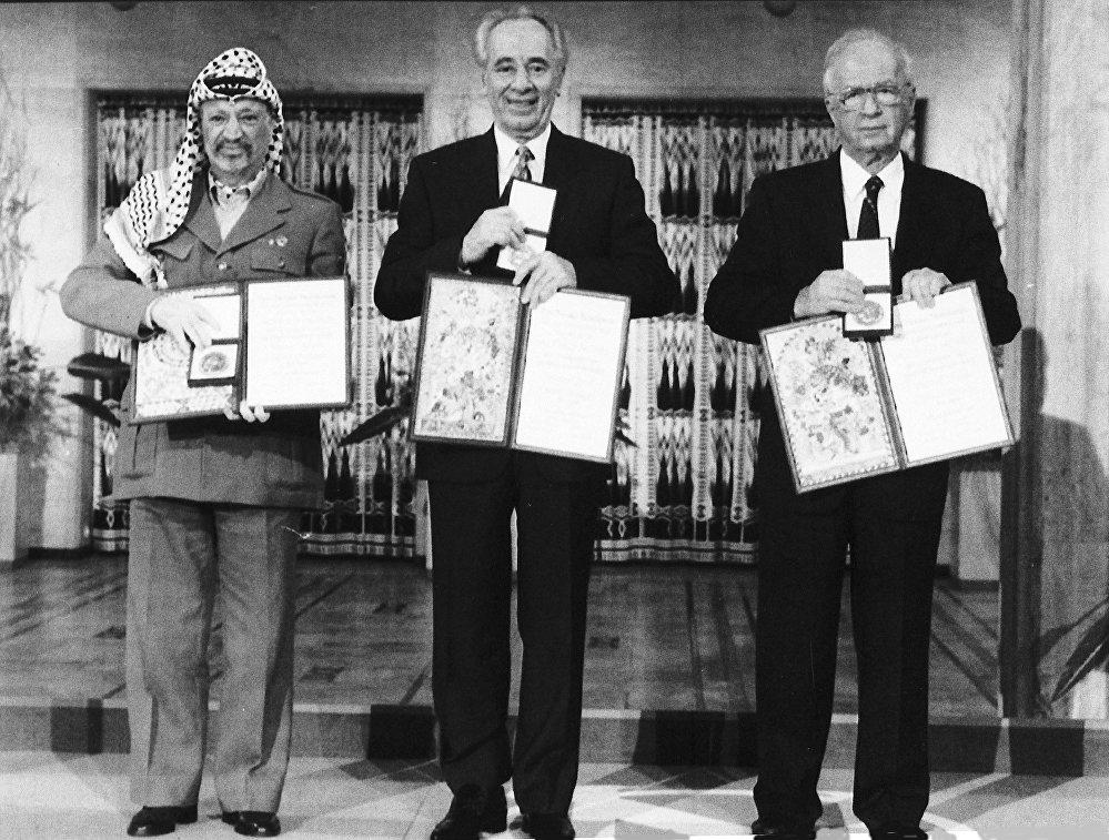 ياسر عرفات وشيمون بيريز واسحاق رابين