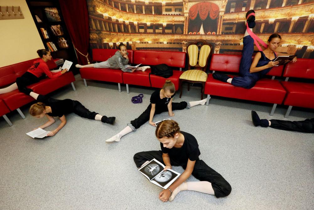 التحضير للإمتحان في مدرسة الرقص