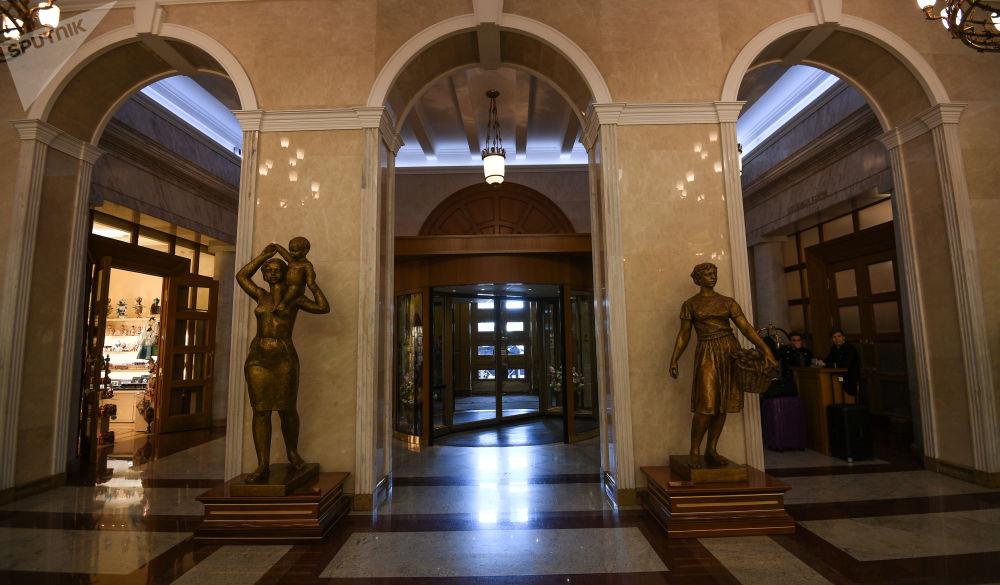 مدخل فندق أوكراينا (أوكرانيا) في موسكو