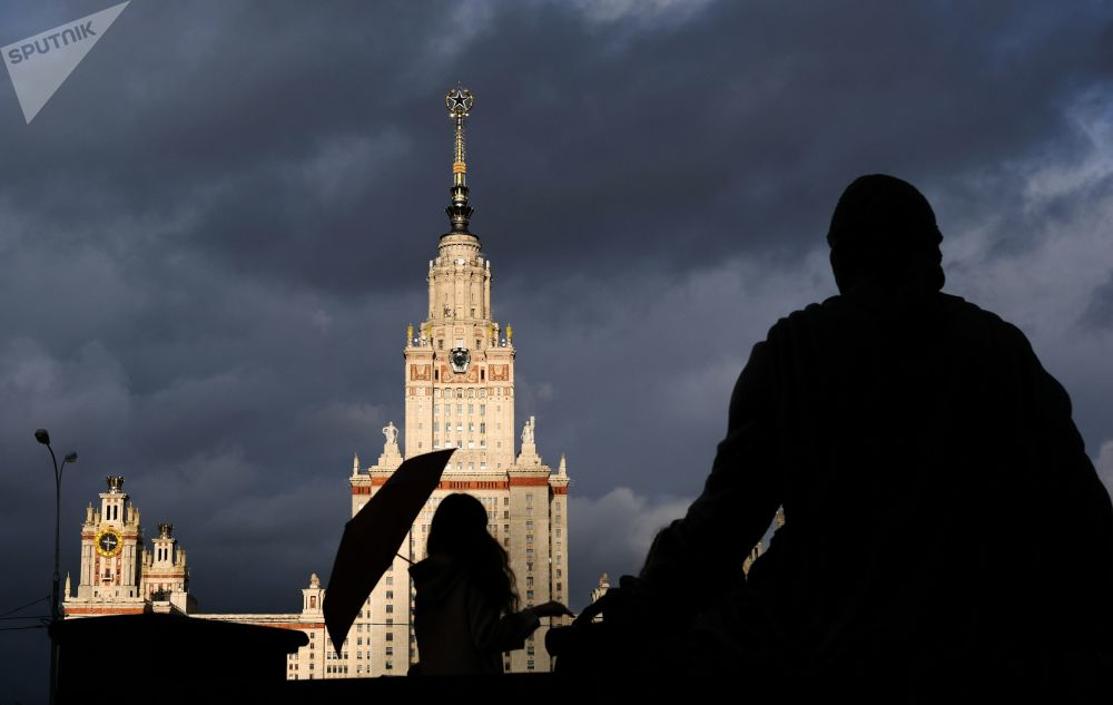 المبنى الرئيسي لجامعة موسكو الحكومية باسم لومونوسوف بموسكو