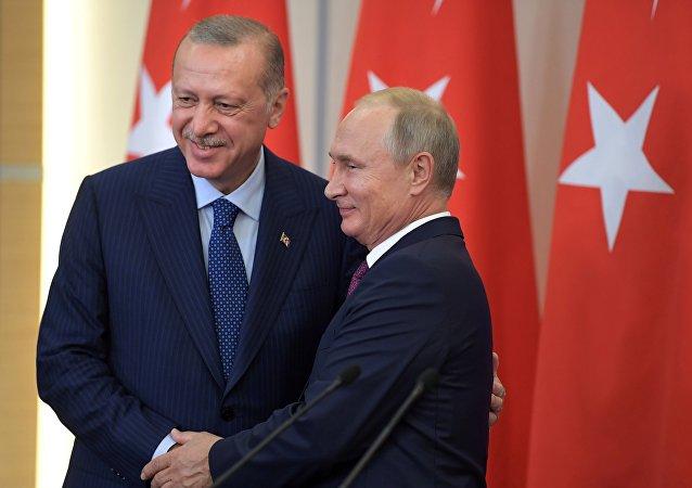 الرئيس التركي رجب طيب أردوغان مع الرئيس الروسي فلاديمير بوتين