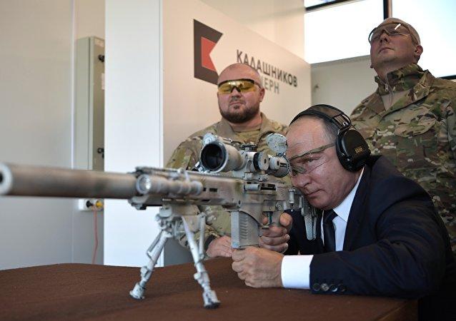 بوتين يطلق النار من قناصة ويصيب الهدف عدة مرات