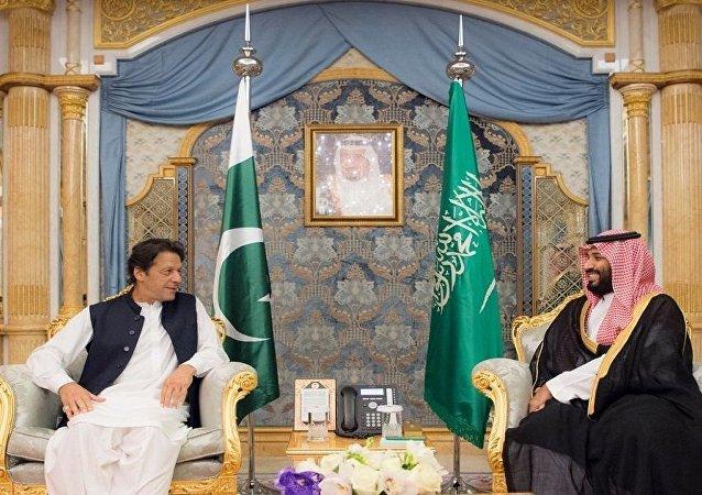 ولي العهد السعودي الأمير محمد بن سلمان يستقبل رئيس وزراء باكستان عمران خان