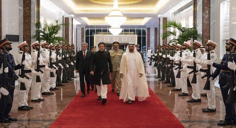 ولي عهد أبو ظبي محمد بن زايد يستقبل رئيس وزراء باكستان عمران خان