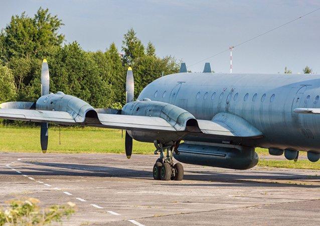 الطائرة الروسية إيل-20