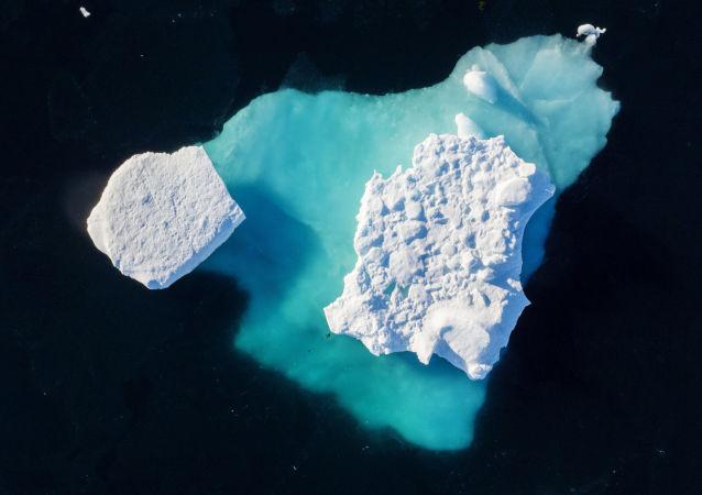 جبل جليدي يمر بالقرب من بلدة تاسيلاك في غرينلاند، 19 يونيو/ حزيران 2018