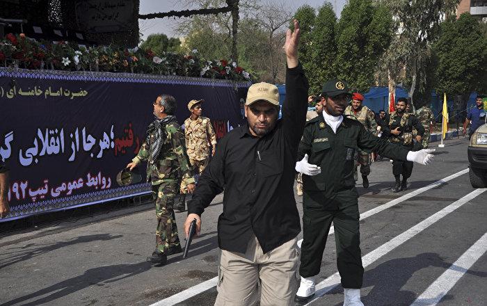 مقتل وإصابة 40 من أفراد الحرس الثوري الإيراني بعملية انتحارية