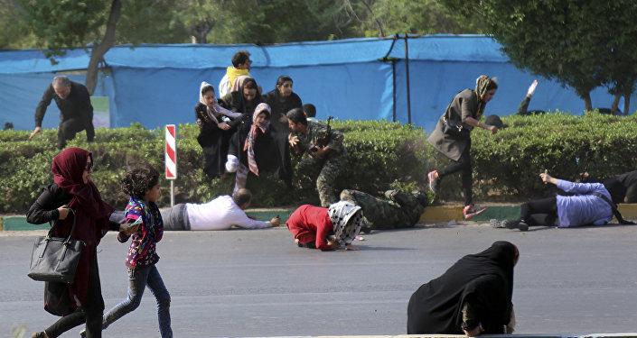 هجوم على عرض عسكري في إيران