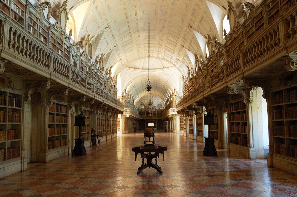 المكتبة الوطنية التابعة لقصر مارفا في البرتغال