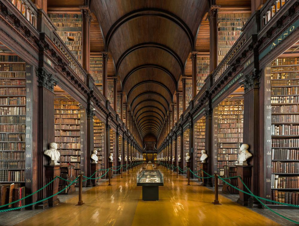 مكتبة كلية الثالوث (ترينيتي كوليدج) في دبلن، آيرلندا