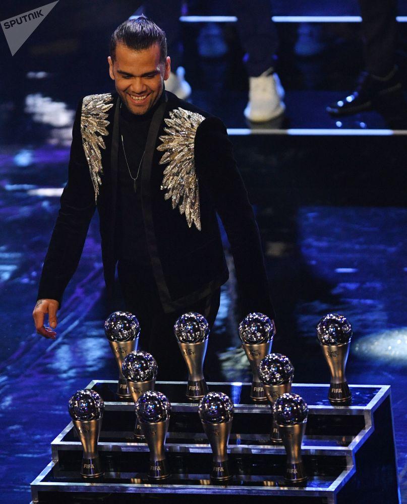 اللاعب البرازيلي داني ألفيس، مراسم حفل توزيع أفضل جوائز الفيفا لعام 2018