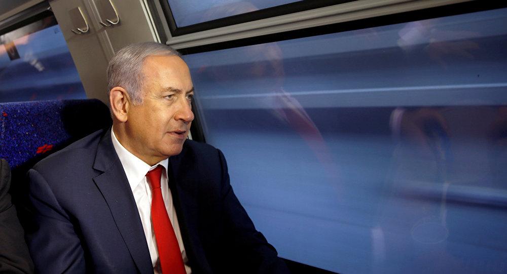 نتنياهو في القطار السريع بين القدس وتل أبيب