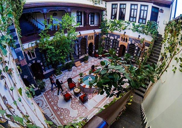 فندق في دمشق