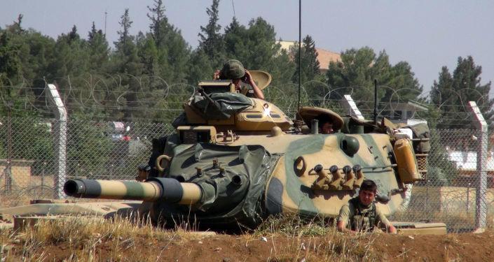 Тدبابة الجيش التركي عند الحدود السورية (صورة ارشيفية)