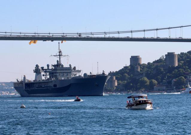 سفينة يو إس إس ماونت ويتني سفينة الأسطول الأمريكي السادس الرئيسية