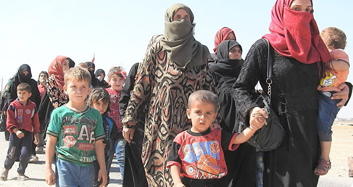 عشرات العائلات السورية تعبر أبو الظهور من إدلب نحو مناطق سيطرة الجيش السوري