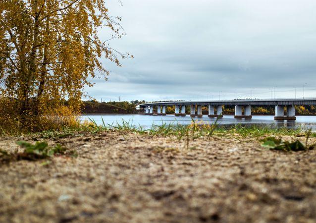 جسر فوق نهر كاما في إقليم بريمورسكي كراي