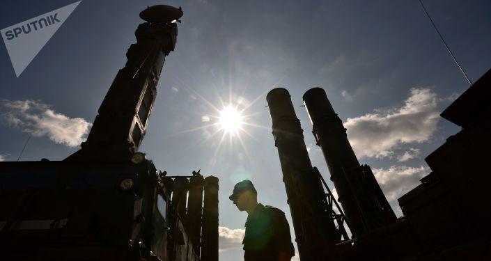 منظومة الدفاع الجوي الصاروخية إس-300