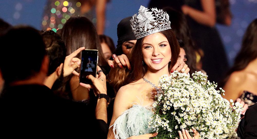طالبة كلية الصيدلة في الجامعة اللبنانية، مايا رعيدي، تفوز بلقب ملكة جمال لبنان للعام 2018