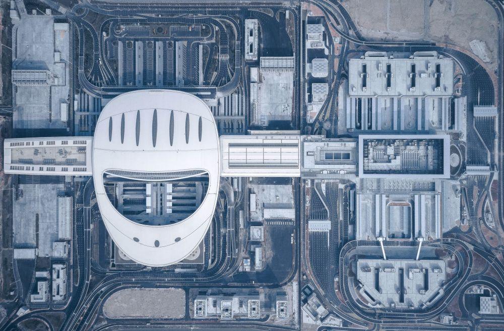 صورة لجسر أنفاق هونكونغ - تشوهاي - ماكاو ، من قبل المصور شاو فينغ من الصين، الذي دخل ضمن قائمة المرشحين النهائيين لمسابقة جوائز فن التصوير المعماري 2018 في فئة التصميم الخارجي