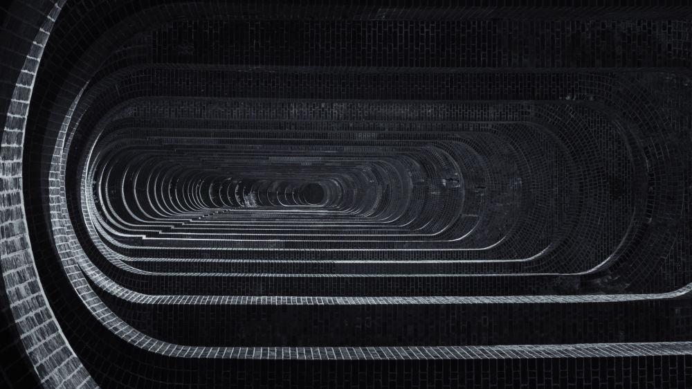 صورة لجسر وادي أوز في إنجلترا Ouse Valley viaduct in Sussex، من قبل المصور أندريو روبيرتسون من بريطانيا، الذي دخل ضمن قائمة المرشحين النهائيين لمسابقة جوائز فن التصوير المعماري 2018 في فئة التصميم الداخلي