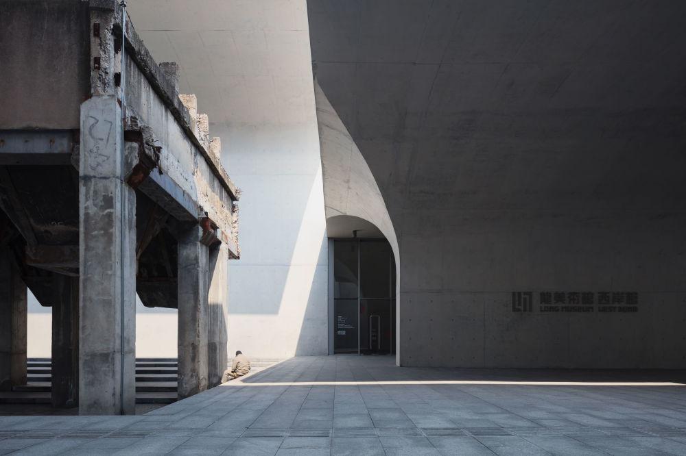 صورة لمتحف لونغ ميوزيوم، من قبل المصور باول بانيتشكو من شنغهاي، الذي دخل ضمن قائمة المرشحين النهائيين لمسابقة جوائز فن التصوير المعماري 2018 في فئة التصميم الخارجي