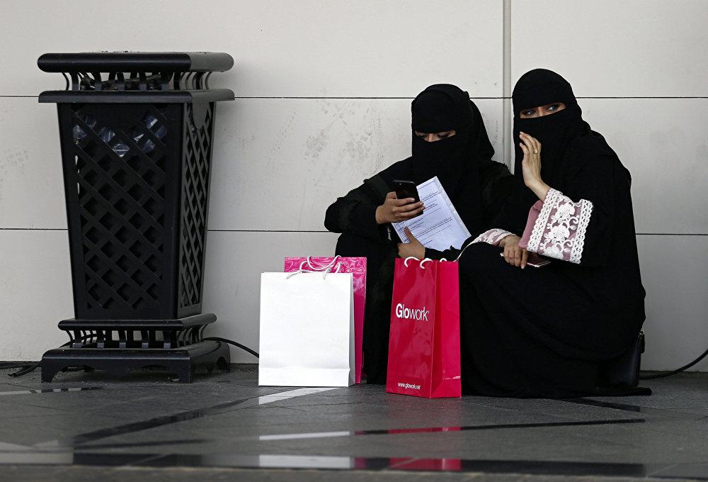 سعوديات باحثات عن وظائف في معرض غلوورك في الرياض، الأول من أكتوبر/تشرين الأول 2018