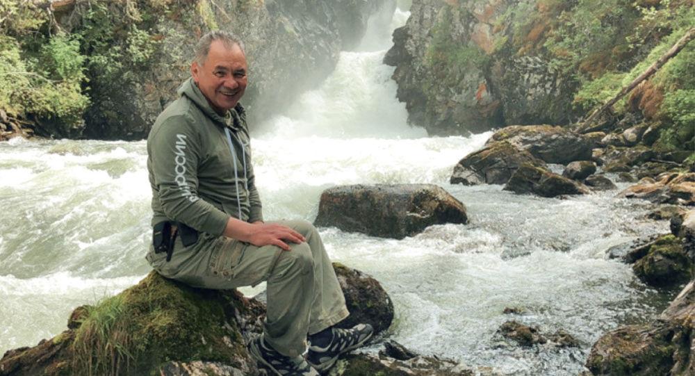 وزير الدفاع الروسي، سيرغي شويغو خلال إجازته