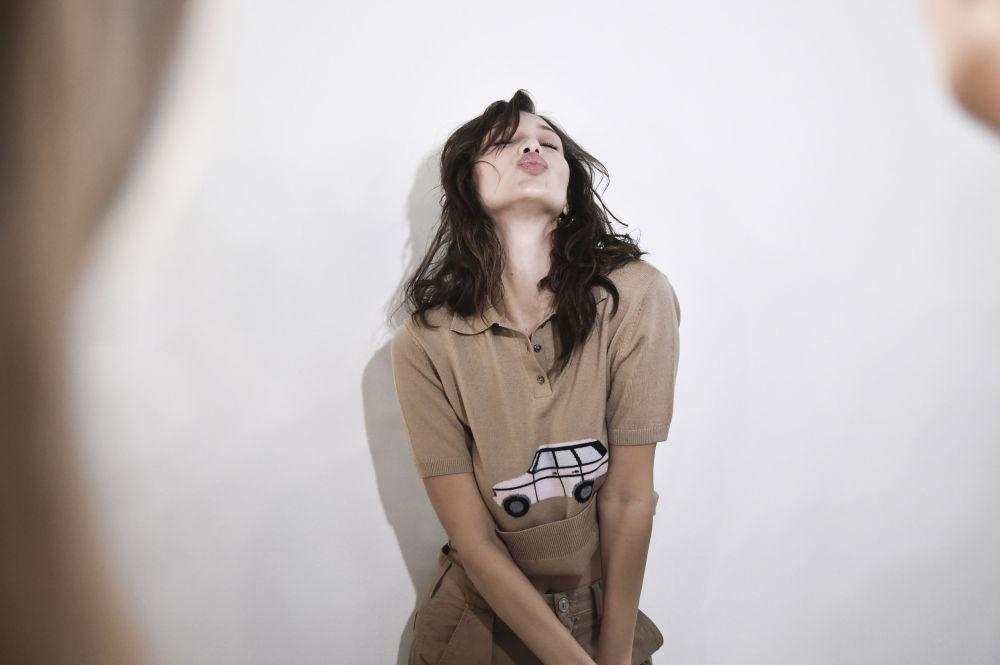 عارضة الأزياء بيلا حديد في عرض أزياء للمصمم Philosophy di Lorenzo Serafini مجموعة ربيع/ صيف  2019 في ميلانو، إيطاليا 22 فبراير/ شباط 2018