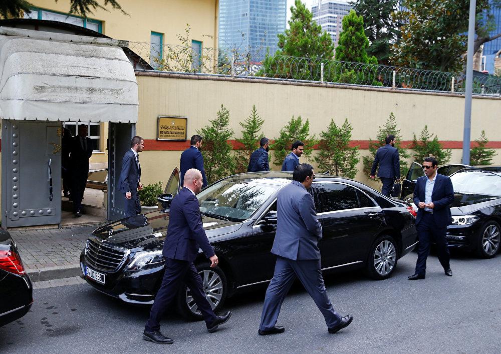 مسؤولون سعوديون يغادرون مقر قنصلية بلادهم بإسطنبول