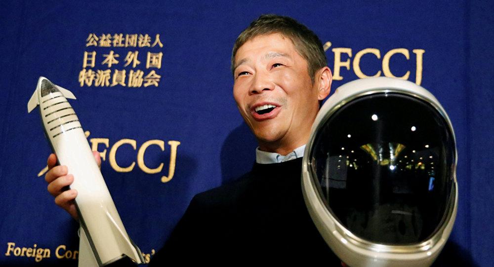 رجل الأعمال الياباني يوساكو مايزاوا يتحدث في مؤتمر صحفي بشأن رحلته الأولى والخاص للقمر، 9 أكتوبر/تشرين الأول 2018