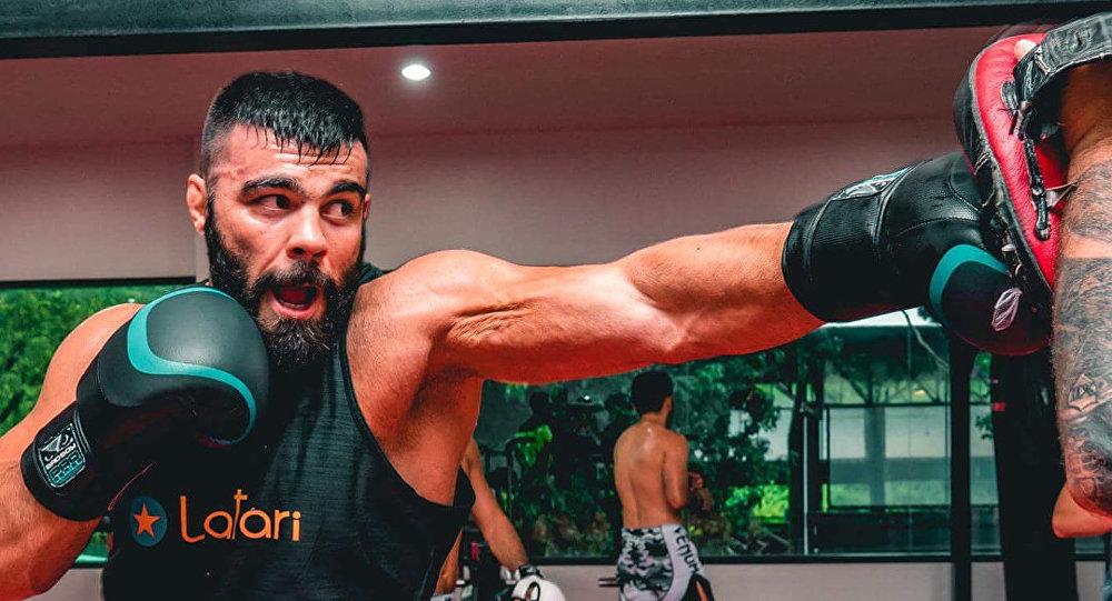 مقاتل الفنون القتالية المتنوعة (MMA) الإيراني، أمير علي أكبري