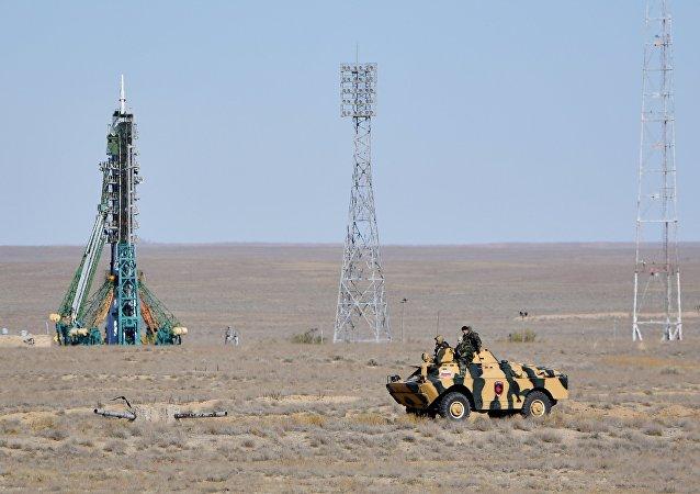 هبوط طاقم سويوز إم إس-10 في كازاخستان