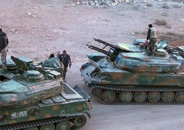 المسلحون يسلمون آليات حربية إلى القوات الحكومية السورية