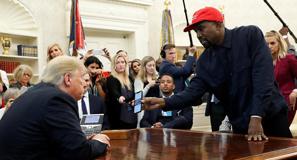 المطرب الأمريكي كانيى ويست مع الرئيس الأمريكي دونالد ترامب في البيت الأبيض، 11 أكتوبر/تشرين الأول 2018