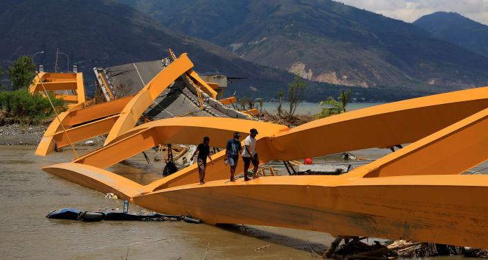 آثار هزة أرضية تلتها موجة تسونامي في مدينة بالو، إندونيسيا 7 أكتوبر/ تشرين الأول 2018