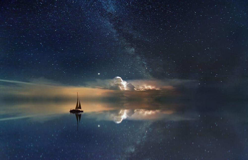 مجرة درب التبانة فوق محيط