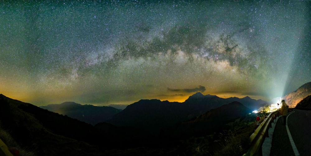 مجرة درب التبانة من على جبل هيهوانشان في تايوان