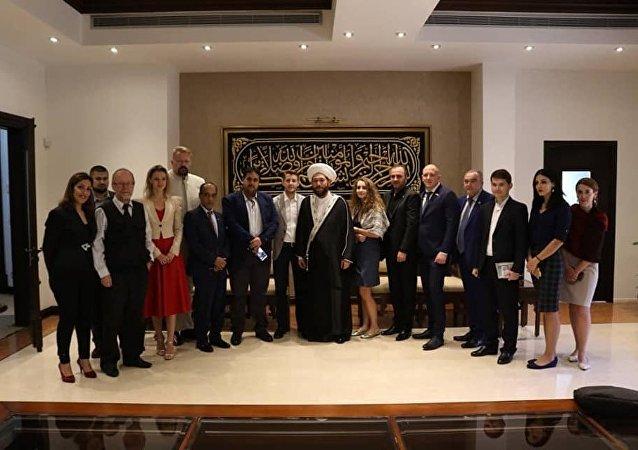 وفد الدبلوماسية الشعبية الروسية خلال اللقاء مع مسؤولين حكوميين سوريين ومع رجال دين وشخصيات سياسية وعسكرية وإعلامية ومجتمعية