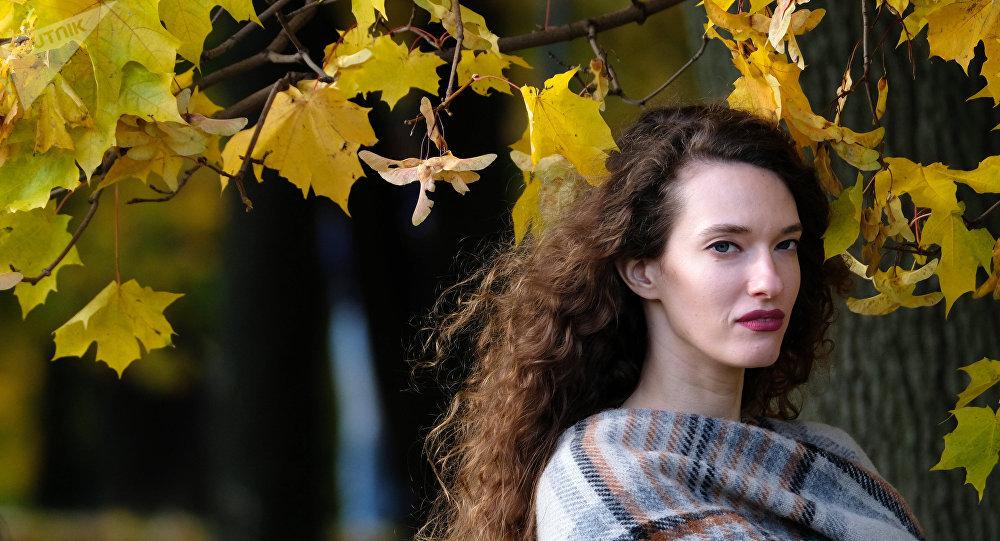 فتاة روسية في متنزهات موسكو